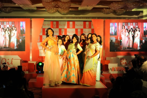Carol-Gracias-Shevta-Salve-along-with-yummy-mummies-shedding-their-inhibitions-at-Bio-Oil-Yummilicious-Walk-by-walking-the-ramp-with-their-baby-bumps-600x399